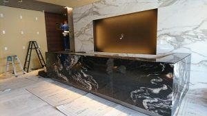 流れ模様が魅力的な 石英石「タンタシオン」 NSH-121